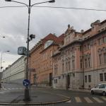 Центр Праги 10 часов утра. Сами можете оценить интенсивность дорожного движения.
