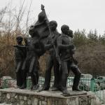 """Скульптурная композиция """"Пионеры"""". Расположена Красный путь 155."""