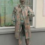 Памятник голливудскому актёру Рутгеру Хауэру. Омск, улица Ленина 9.