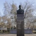 Памятник Дмитрию Михайловичу Карбышеву. Расположен в сквере имени Д.М.Карбышева.