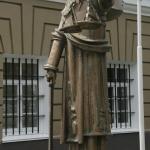 Богиня Фемида, у римлян её называли Юстиция. Расположена Короленко 12.