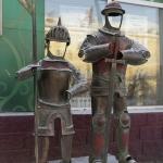 Два рыцаря, расположены пр. Мира 37.