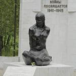 Памятник партизанке Е.И.Чайкиной. Улица Лизы Чайкиной 23.