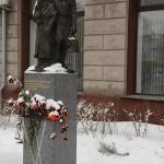 Памятник детям блокадного Ленинграда. Расположен на Ленинградской площади. Во время войны в Омск было эвакуировано 17 тысяч ленинградских детей.