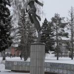 """Скульптурная композиция """"Золотой марафонец"""", Соборная площадь."""
