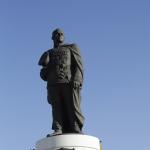 Памятник Жукову Георгию Константиновичу. Установлен на пересечении улиц Маршала Жукова и 10 лет Октября.