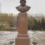 Памятник Ермаку. ПКиО Советского округа.