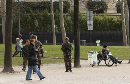 Где в Париже необходимо соблюдать осторожность или места, не рекомендуемые для посещения